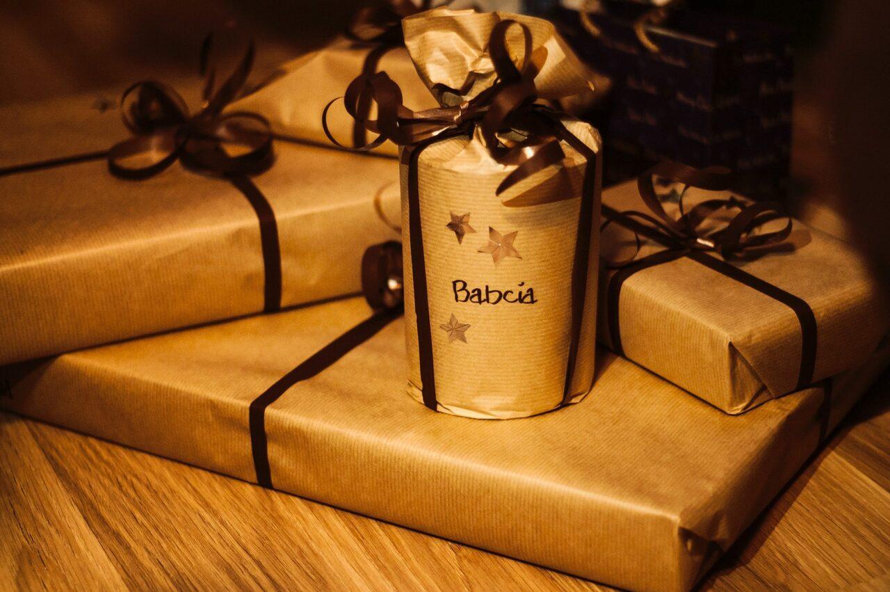 jak pakować prezenty na święta